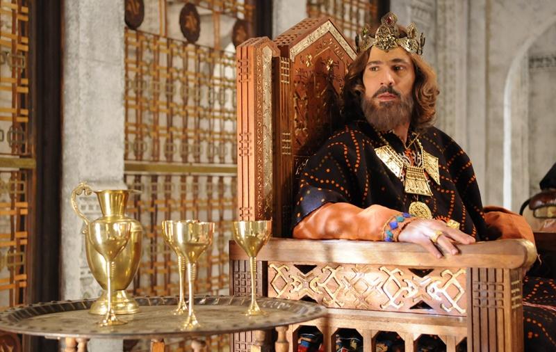 03-rei_trono